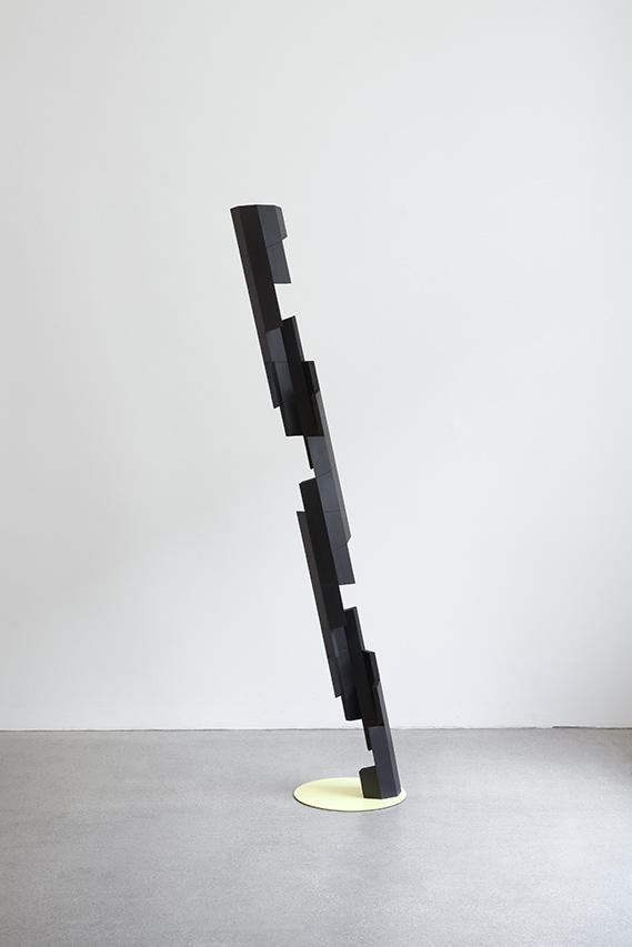Stripped bare Mazzocchio II, 2017, MDF, Pigmente, Öl, 180x13,3x13,3cm