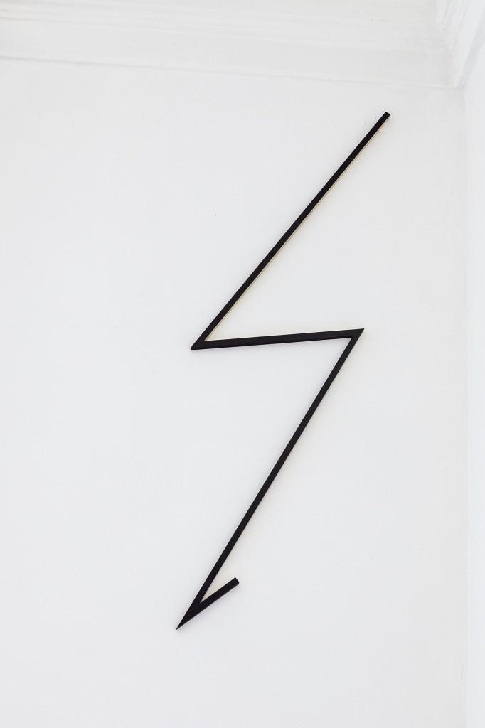 The artist as a lightning bolt, Metal tape measure,wood, paint, 125x35x1,3cm, 2019_72dpi